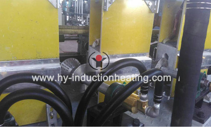 Induction quenching machine for torsion bar